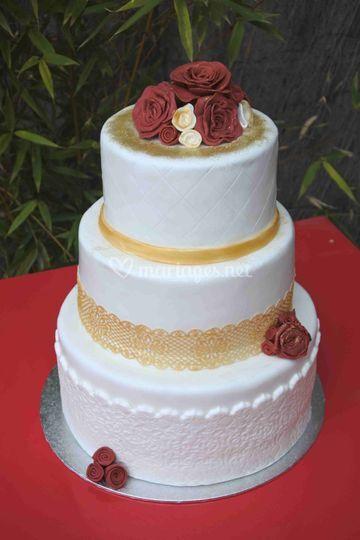 Gateau de mariage doré