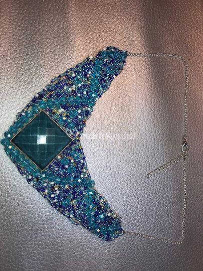 Collier perlé bleu