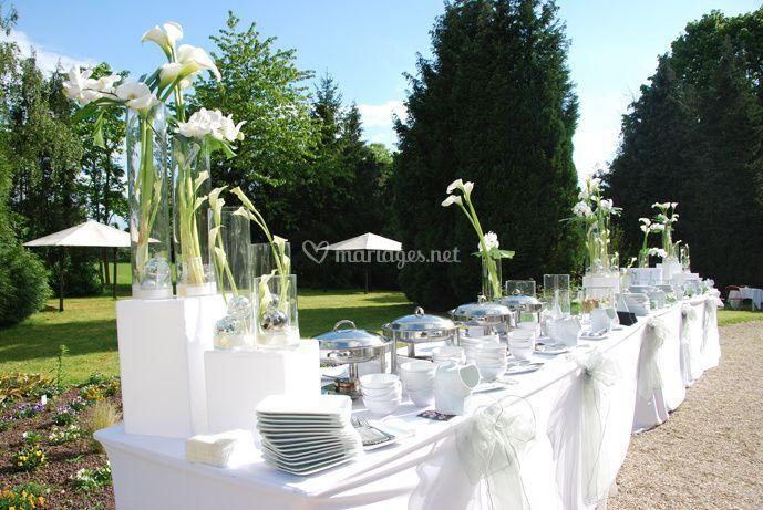 Buffet fleurs blanches