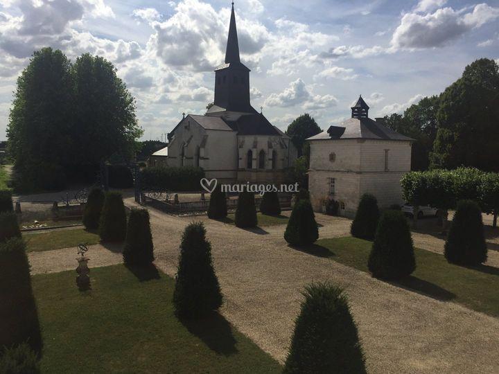 L'église face au château