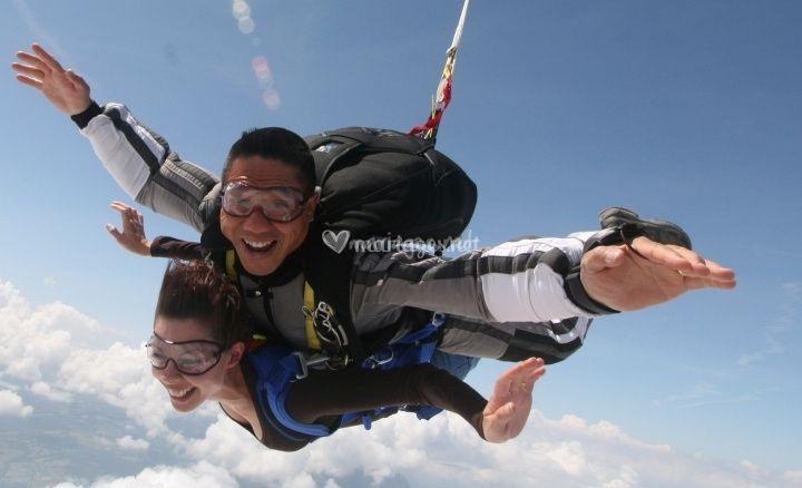Un saut en parachute en amoureux - Saut en parachute bretagne pas cher ...