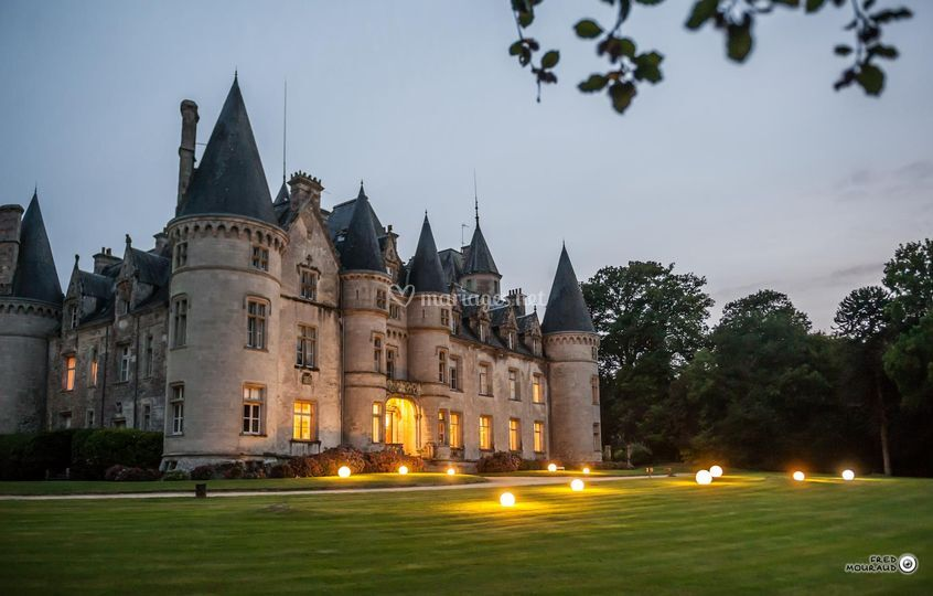 Façade principale du château