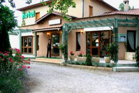 L'Aria Hotel Restaurant