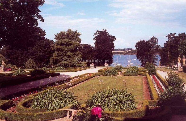 Les jardins et le plan d'eau