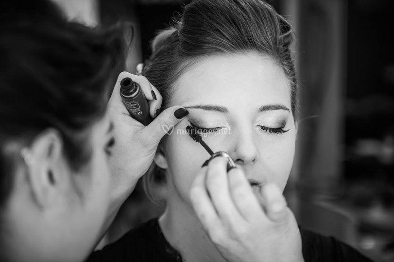 Maquillage dans un salon