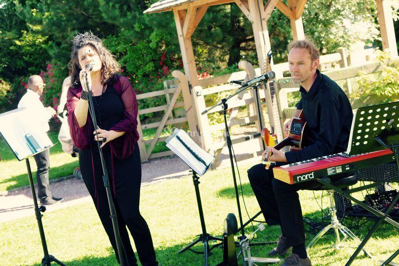 Duo pop folk and rock