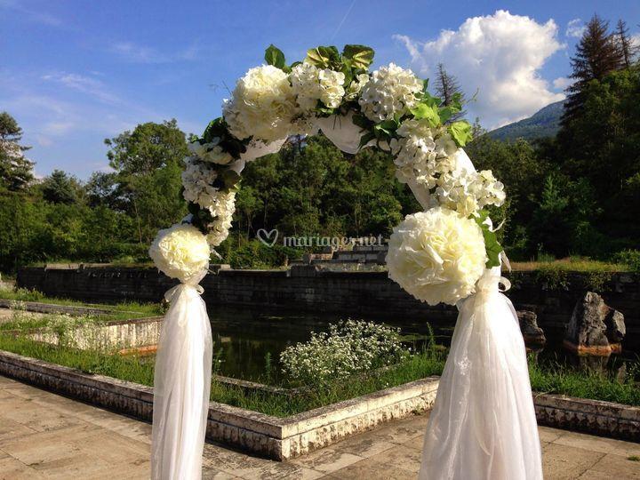 Arche voilage et fleurs