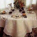 Table dressée pour quatre personnes