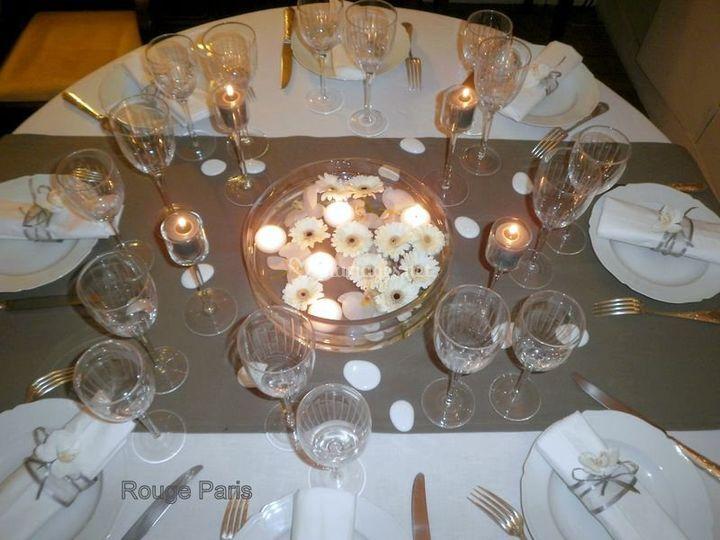 Table marguerite et galets.