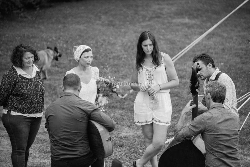 Moment intime avec les mariés