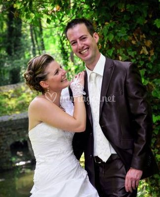 Mariée et marié heureux