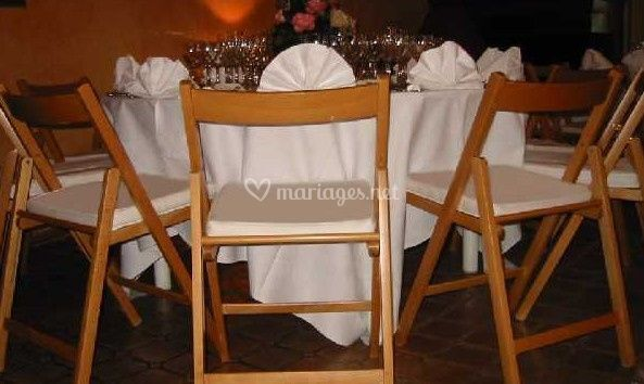 Chaise en bois verni
