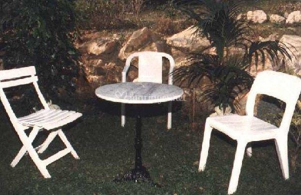 Chaise et fauteuil de jardin fixes