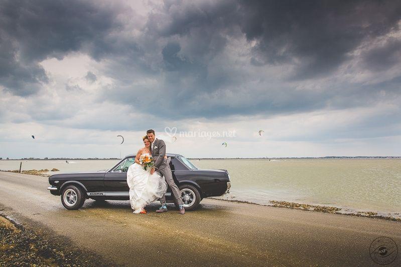 voiture de mariage mustang sur caroline bouchez - Photographe Mariage Net