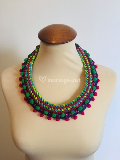 Collier pompons