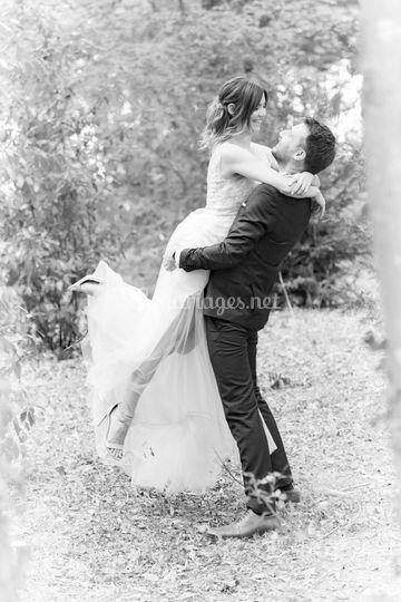 Couple dans la forêt