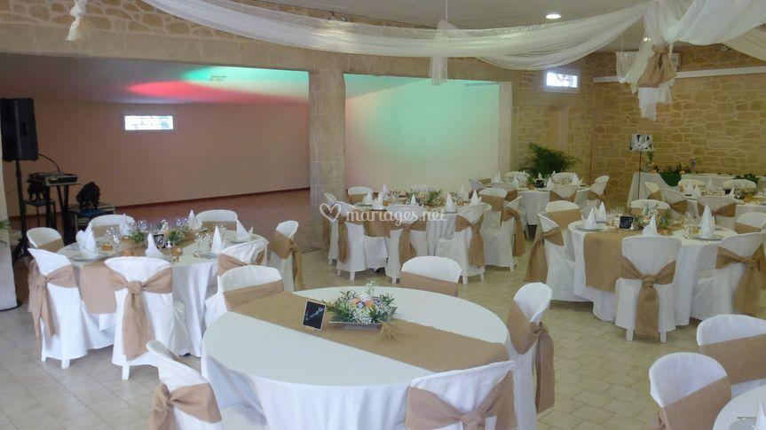 Salle décorée /piste de danse