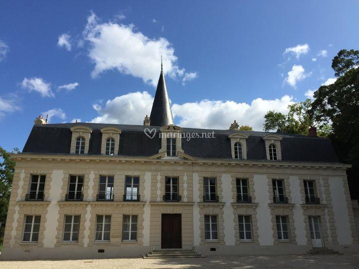 Château façade rue