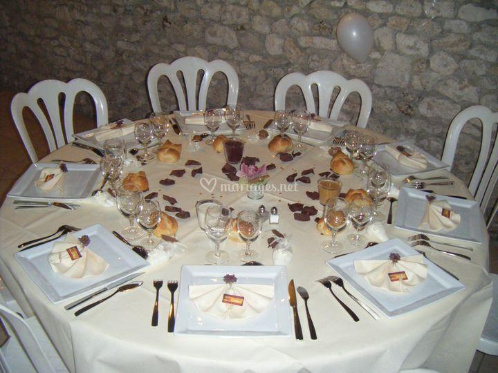 table mariage ivoire et chocolat - Traiteur Aveyron Mariage