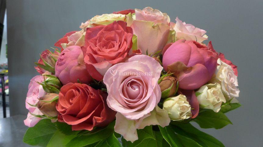 Bouquet de mariée rond strict