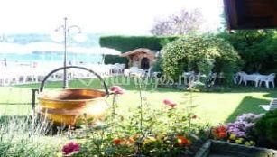 Tables dans jardin