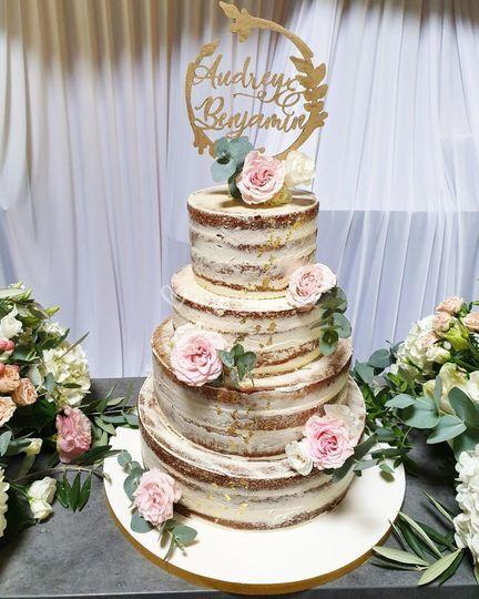 Naked cake or et rose