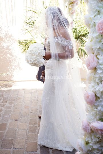 Mariée plus arche glory