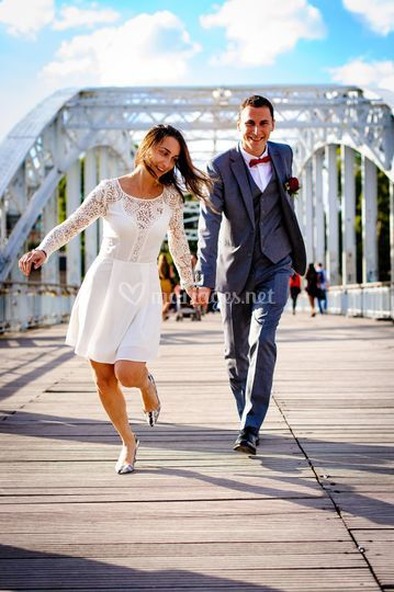 Couple pont parisien
