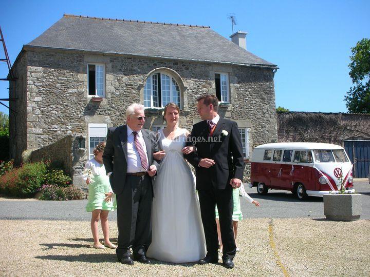 Combi vw et les mariés