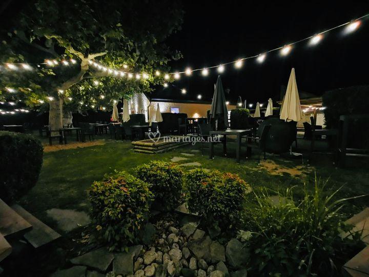 Lieu : jardin de nuit