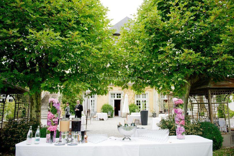 vin dhonneur sur chteau de candie - Chateau De Candie Mariage