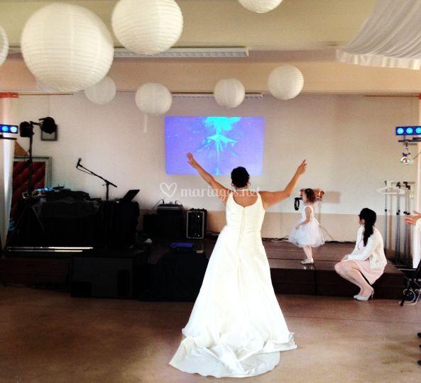 Une mariée heureuse
