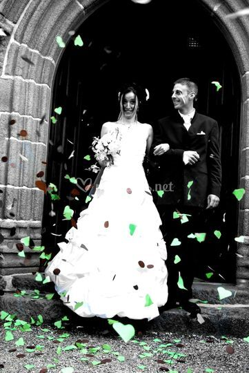 Les mariés sortant de l'église