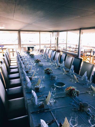 Table longue vue mer yacht clu