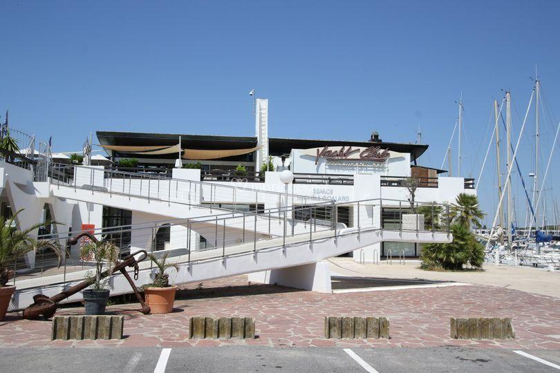 Vue extérieur yacht club