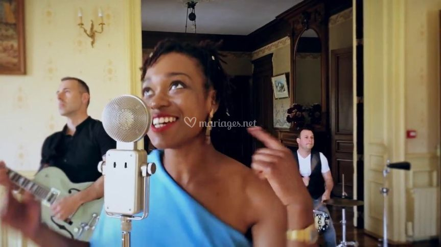 Astrid, chanteuse