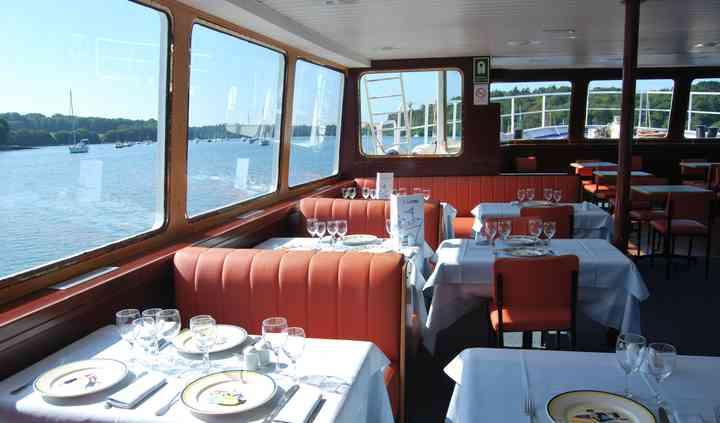 La salle du bateau restaurant