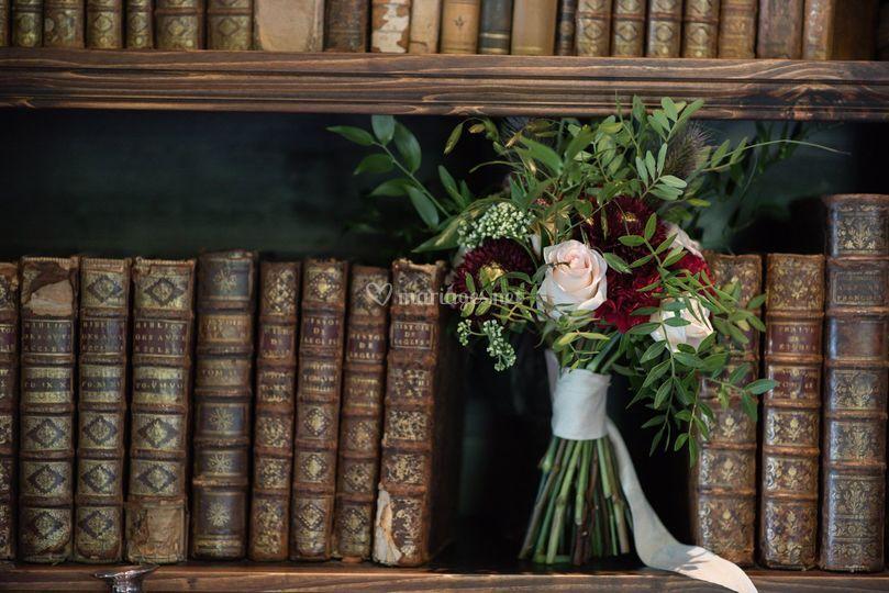Bouquet de mariée et livre