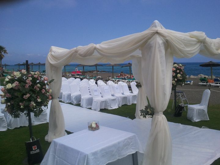 Un autel sur la plage
