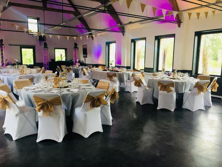 Salle dressée format mariage