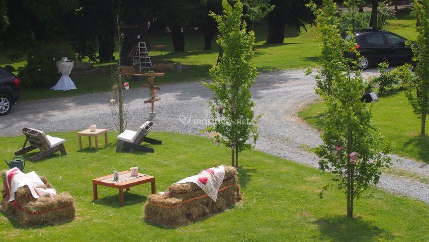 Le Parc avec canapés en paille