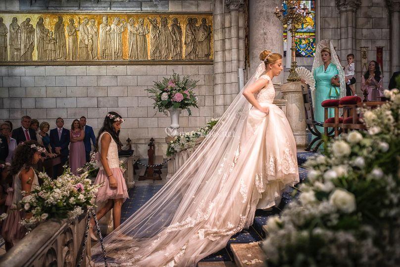 Belle attitude de la mariée