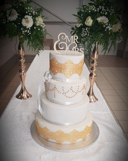 Wedding cake blanc et or