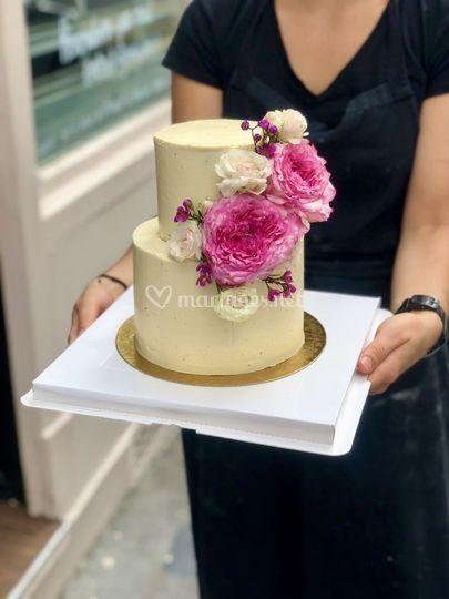 Nude cake fleurs fraiches