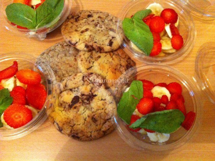 Salade de fruits frais, cookies