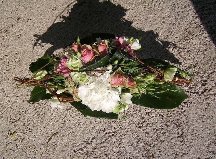 Bouquet dans struture allongée