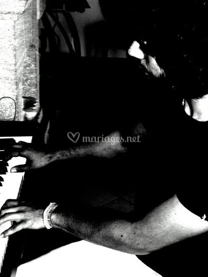Yannick pianiste et guitariste