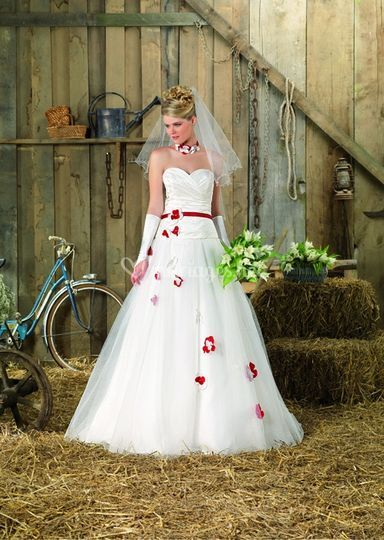 Robes rouges et blanches point mariage 2013 for Robe rouge pour mariage