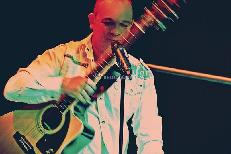 Rudy, chanteur guitariste