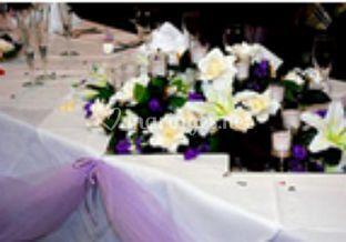 Détails des fleurs sur les tables